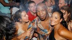 Huyền thoại boxing Mike Tyson: 15 cô gái mỗi ngày, yêu 1.300 mỹ nhân