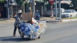 Người lao động oằn mình mưu sinh ngày nắng nóng