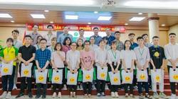 Học viện Nông nghiệp Việt Nam phối hợp với C.P tặng quà cho sinh viên khó khăn do Covid-19