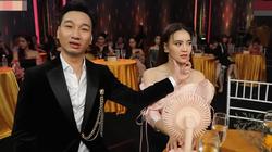 """Ninh Dương Lan Ngọc lườm """"cháy mặt"""" MC Thành Trung vì làm lộ """"sự tích"""" trán dô"""