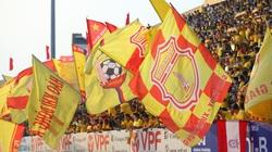 """Tin sáng (24/5): Truyền thông quốc tế """"choáng"""" khi trận DNH.Nam Định vs HAGL đón khán giả"""