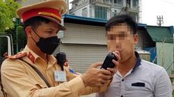 Hà Nội: Bị thu xe vì uống 1 lon bia rồi đi… đổ xăng
