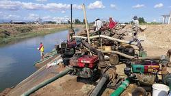 """Bình Thuận: Tấp nập cảnh """"trộm"""" nước kênh đáng báo động"""