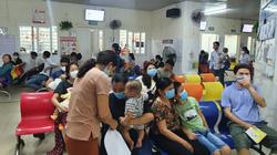 """Đà Nẵng: Nắng nóng, trẻ em """"đua nhau"""" đến bệnh viện"""