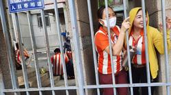 Hàng nghìn công nhân tạm ngưng việc vì nghe tin nghỉ không lương