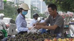 Hà Đông: Mặc kệ công an, hàng rong tràn ngập lòng đường, vỉa hè
