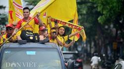 """CĐV Nam Định """"phủ vàng"""" sân Cẩm Phả, """"tiếp lửa"""" đội khách hạ Than Quảng Ninh"""