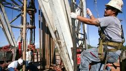 Giá dầu tăng 20% khi nhu cầu dầu toàn cầu phục hồi từ đáy