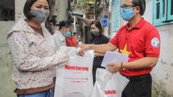 Trao tặng 141 phần quà cho bệnh nhân xóm chạy thận tại Hà Nội