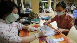 Người Hà Nội xúc động nhận gói hỗ trợ 62 nghìn tỷ đồng vì Covid-19