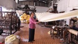 Độc đáo: Thứ người ta bỏ đi lại mang về dệt thành lụa, bán giá đắt như vàng