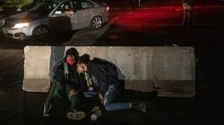 'Bão' kép tàn phá cuộc sống người Mỹ