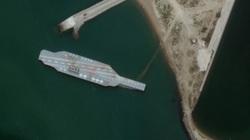 """Iran chế tàu sân bay giả """"nắn gân"""" Mỹ"""