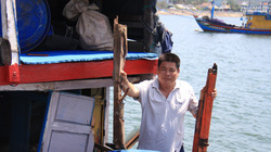 Quảng Ngãi: Tàu cá bị đâm chìm, 16 ngư dân rơi xuống biển