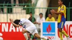 5 vụ xúc phạm trọng tài của cầu thủ Việt lên báo nước ngoài