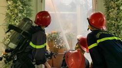 Gia đình đang tổ chức đám tang thì nhà bất ngờ bốc cháy