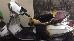 Xe máy Vespa trong ngõ bốc cháy bí ẩn