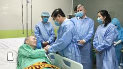 Chủ tịch UBND TP.HCM thăm bệnh nhân phi công người Anh: Cảm phục các y, bác sĩ