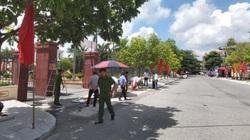Treo pano trước cổng huyện uỷ, hai người bị điện giật tử vong