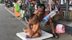 Bé 18 tháng tuổi trần truồng bị đưa đi khắp nơi để mưu sinh: Yêu cầu công an vào cuộc