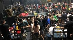 ẢNH: Phát hiện 56 dân chơi dương tính ma túy tại quán bar lớn nhất quận Bình Tân