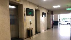 Khởi tố người đàn ông dâm ô bé trai trong thang máy chung cư