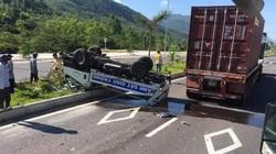 Xe container tông xe CSGT, 2 chiến sĩ bị thương nặng