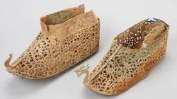 """Hàn Quốc phát hiện đôi giày """"bền nhất thế gian"""" có niên đại khoảng 1500 năm"""