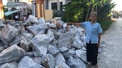Thanh Hóa: Cán bộ xã đổ đá chặn lối đi của gia đình có công