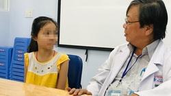 Cứu sự sống mong manh của bé gái bị u bít kín đường thở, chỉ còn một lá phổi