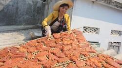 """Gia Lai: Đặc sản bò một nắng chấm muối kiến vàng trên vùng """"chảo lửa"""", ăn quên sầu à nha!"""