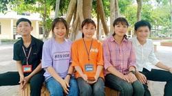 5 học sinh nhặt đinh rơi giữa đường