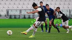 """Ronaldo bùng nổ trước Lecce, hàng loạt thống kê ấn tượng """"ra đời"""""""