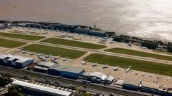 """Máy bay """"ế"""" nằm chỏng chơ tại các sân bay trên toàn thế giới"""