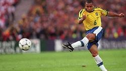 Bí mật về cú sút phạt huyền thoại của Roberto Carlos