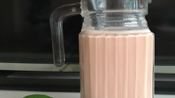 """Cách làm trà sữa trân châu """"ngọc lựu"""" long lanh, hồng rực, cực ngon"""