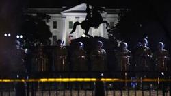 AP: Trump ra lệnh cho không quân bay lơ lửng trên đầu người biểu tình ở Washington