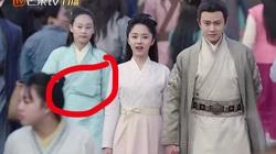 """""""Cười ngất"""" vì phim cổ trang Trung Quốc lộ """"sạn siêu to khổng lồ"""", lừa khán giả"""