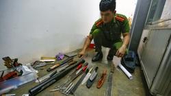 Bắt nhóm tàng trữ và sử dụng ma túy, thu thêm hàng chục dao, gậy