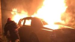 Rolls-Royce Phantom cháy trơ khung trong đêm