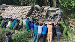 Clip: Hiện trường kinh hoàng vụ xe khách lao xuống vực sâu 5 người chết, 28 người bị thương