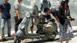 Cô gái nhảy khỏi xe đang bốc cháy trên phố Sài Gòn