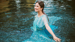 Hoa hậu Cao Thuỳ Dương chịu rét, trầm mình chụp dưới nước để có bộ ảnh đẹp ở Đà Lạt