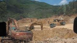 """Hỗn loạn khai thác đất """"lậu"""" ở Bình Định: Sự thật đằng sau chủ trương"""