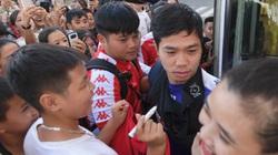 Công Phượng, Tiến Dũng được bảo vệ đặc biệt trước đám đông người hâm mộ
