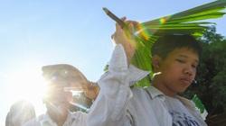 Bất chấp trời nắng to, CĐV Hà Tĩnh xếp hàng dài, háo hức xem Công Phượng thi đấu
