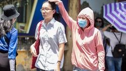Phụ huynh vật lộn dưới nắng nóng gần 40 độ C đưa con đi thi vào lớp 10 tại Hà Nội