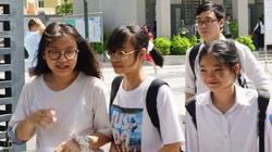 Thi vào lớp 10 tại Hà Nội: Điểm chuẩn giảm nhưng áp lực tăng