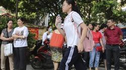 Thí sinh vội vã đến trường trong ngày đầu kỳ thi tuyển sinh lớp 10 tại Hà Nội