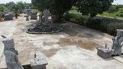 Khu lăng mộ bằng đá xanh quý hiếm giữa cánh đồng ở Hà Nội